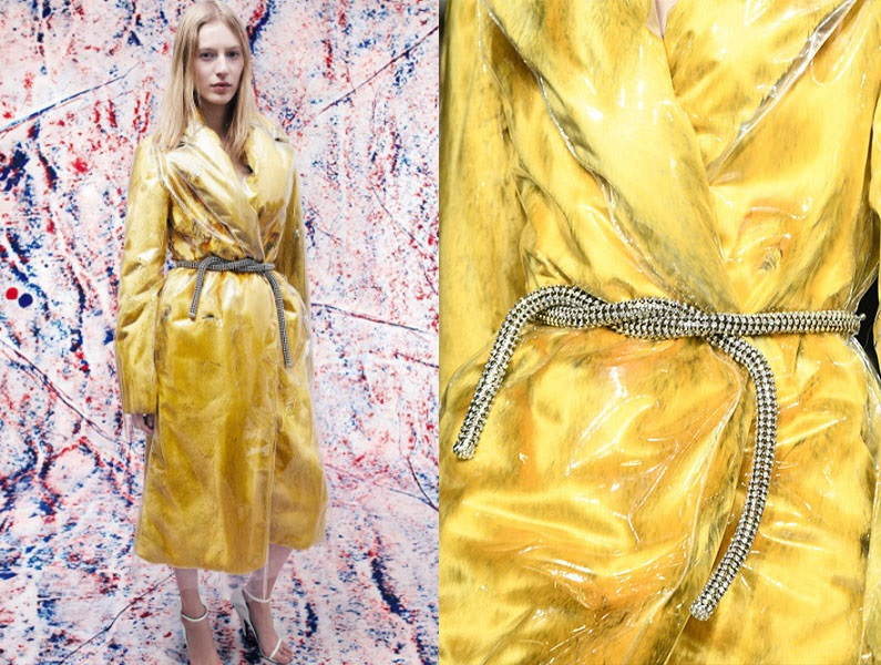 Dodatki z pokazów mody - pasek Calvin Klein (fot. instagram.com/calvinklein oraz elle.com)