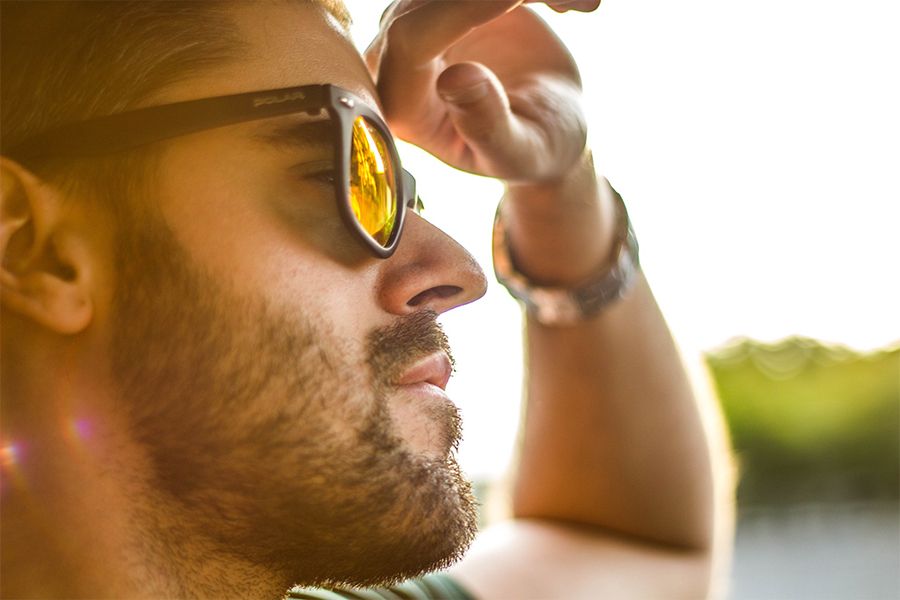 Okulary przeciwsłoneczne męskie (fot. pexels.com)