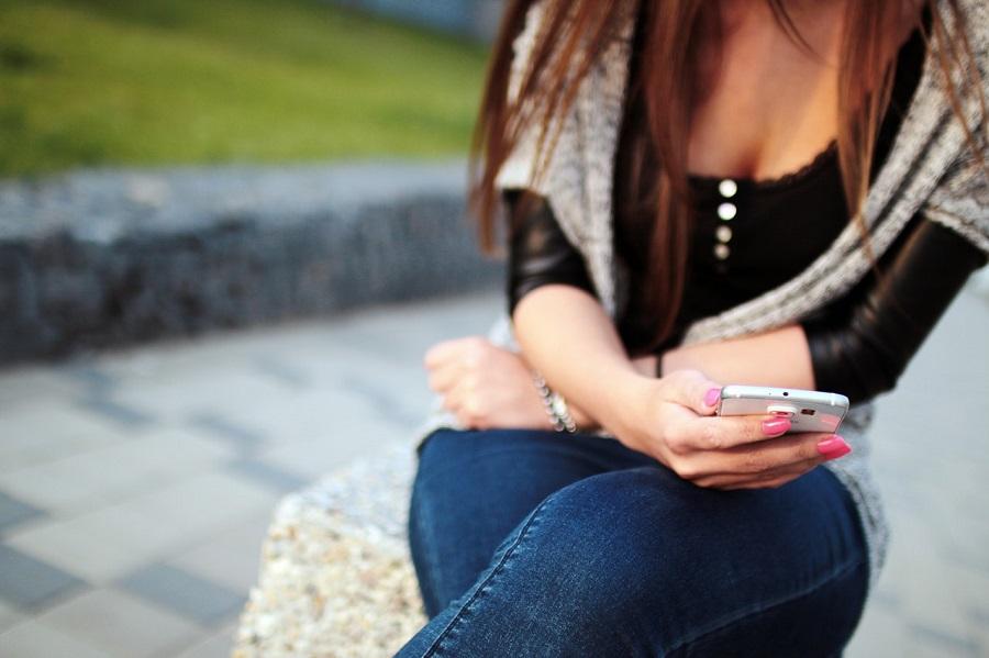 Rośnie udział smartfonów w rynku zakupów online (fot. pexels.com)